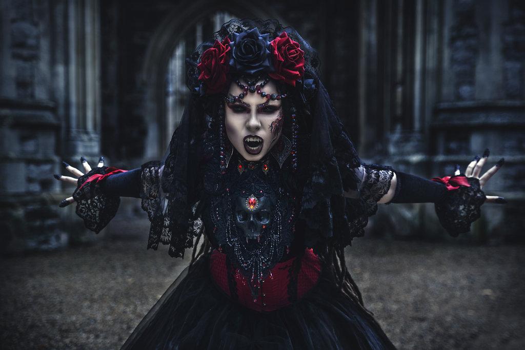 alternative photographer-vampire-fantasy