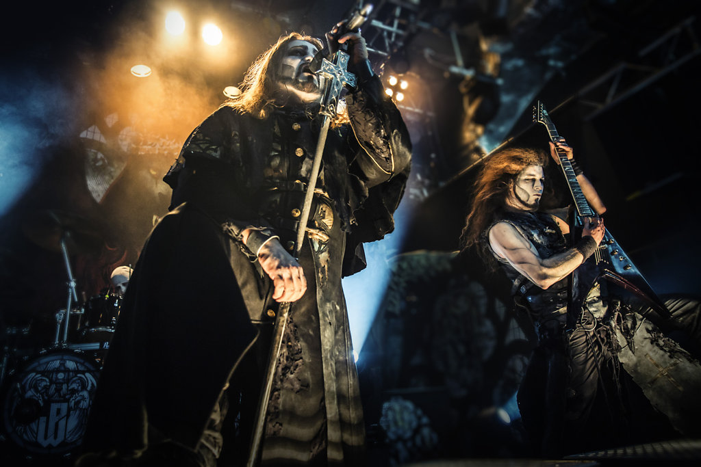 live band-powerwolf-singer-guitar-musicians photography