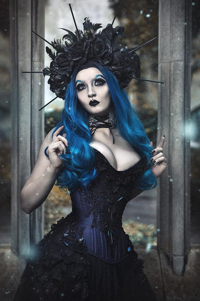 goth-alternativefashion-femalemodel